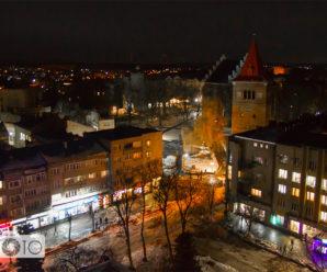 Об'єктив зі стабілізатором і без в історії фотографування вечірнього міста